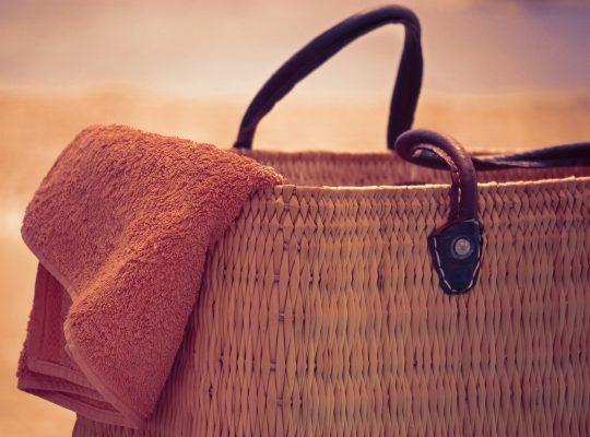 beach-bag-and-towel-2079846_1920