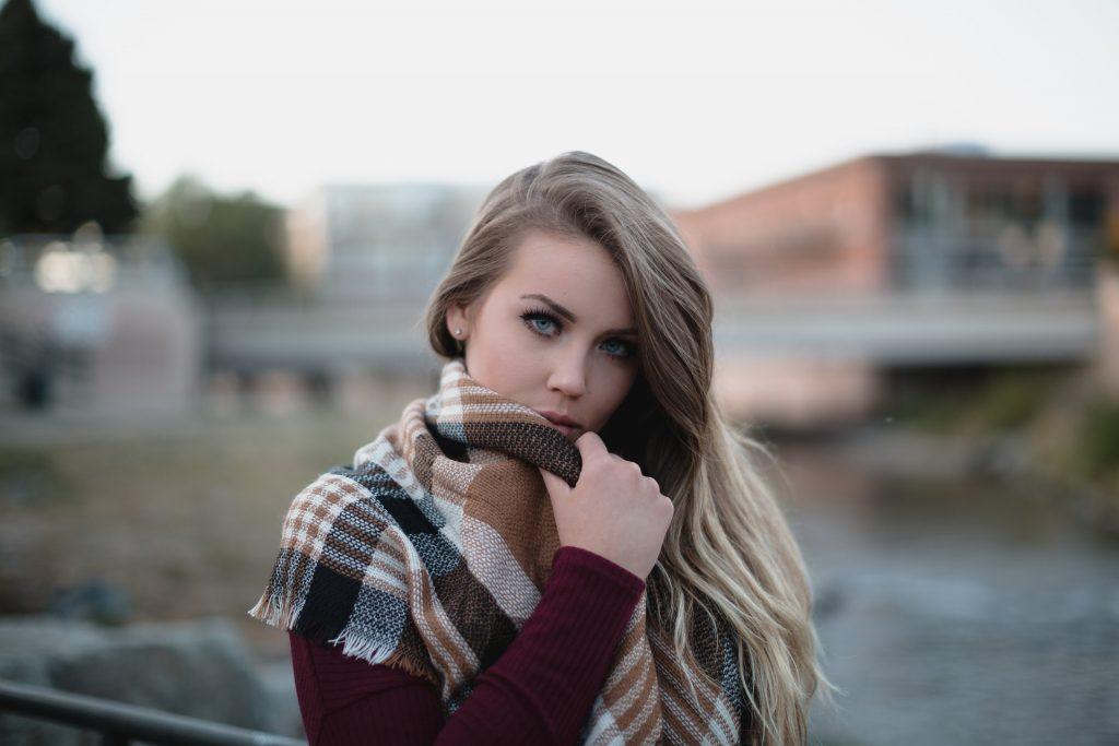 blonde-1868701_1920